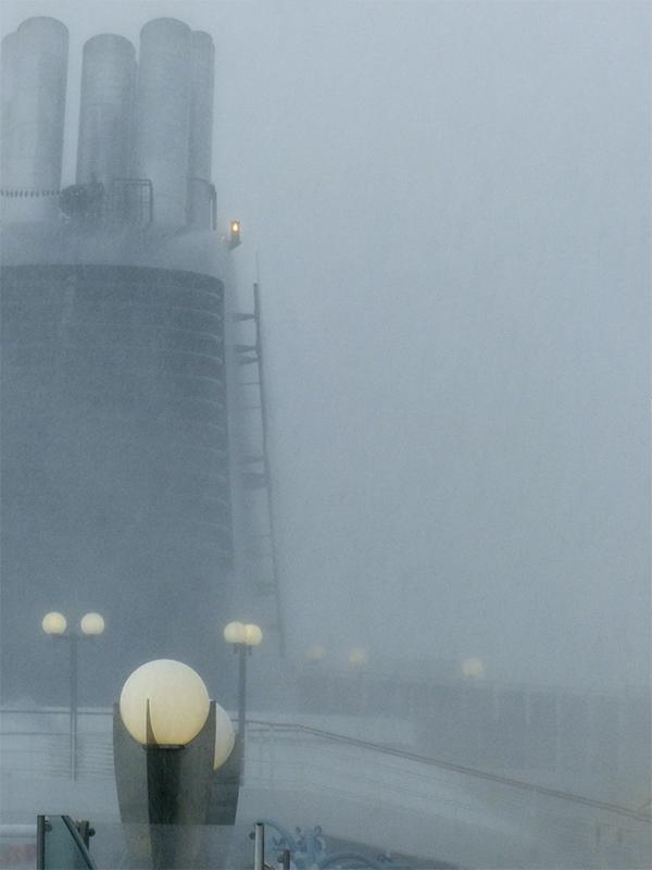 Paquebot dans la brume P1060211