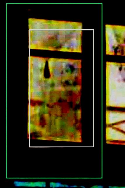 Une étrange silhouette à une fenêtre chez un ami. Tof210