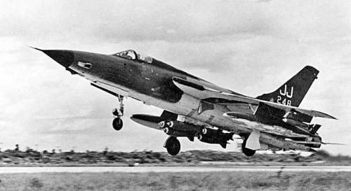 QUIZ AIR - Page 40 F-105-10