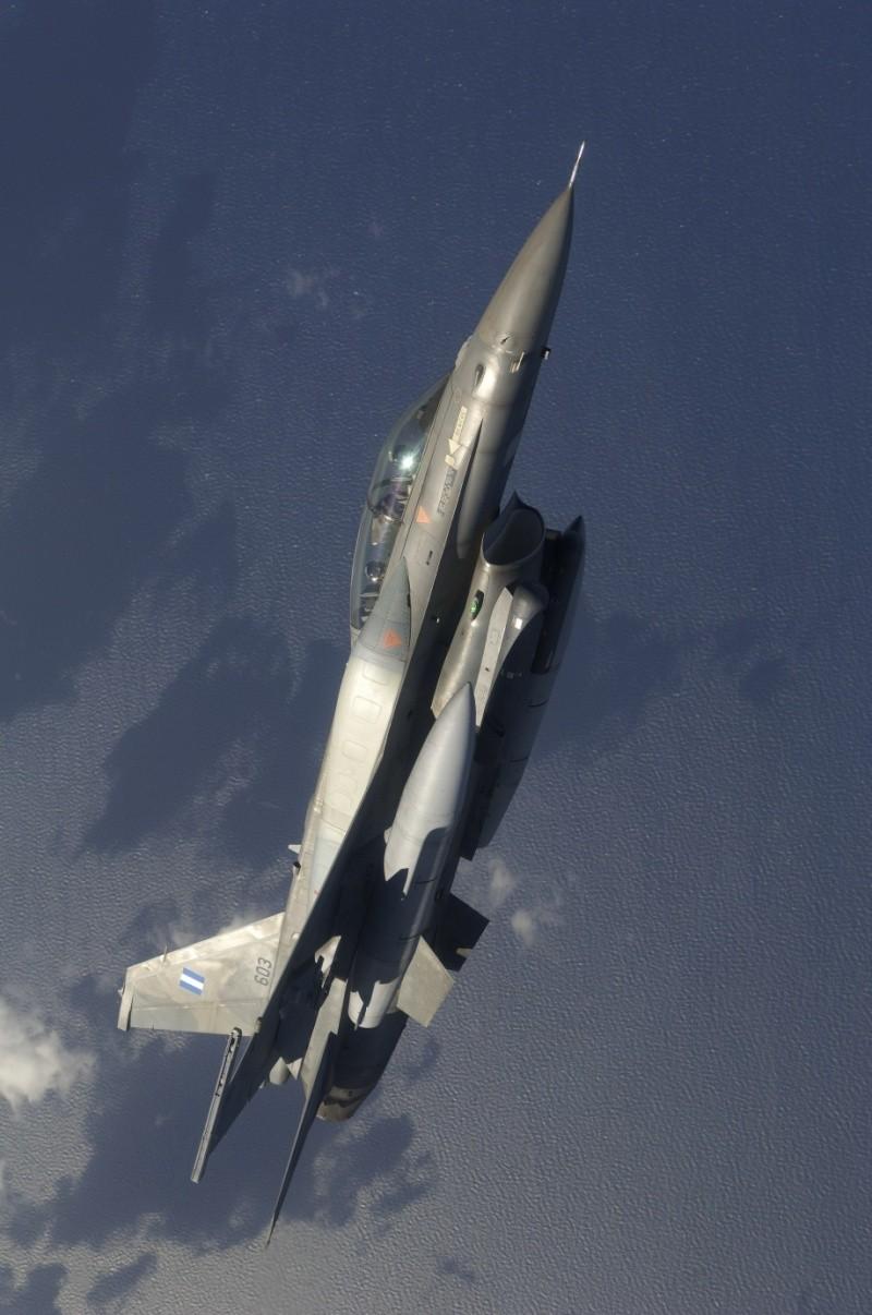Forces armées grecques/Hellenic Armed Forces - Page 15 F-16-f10