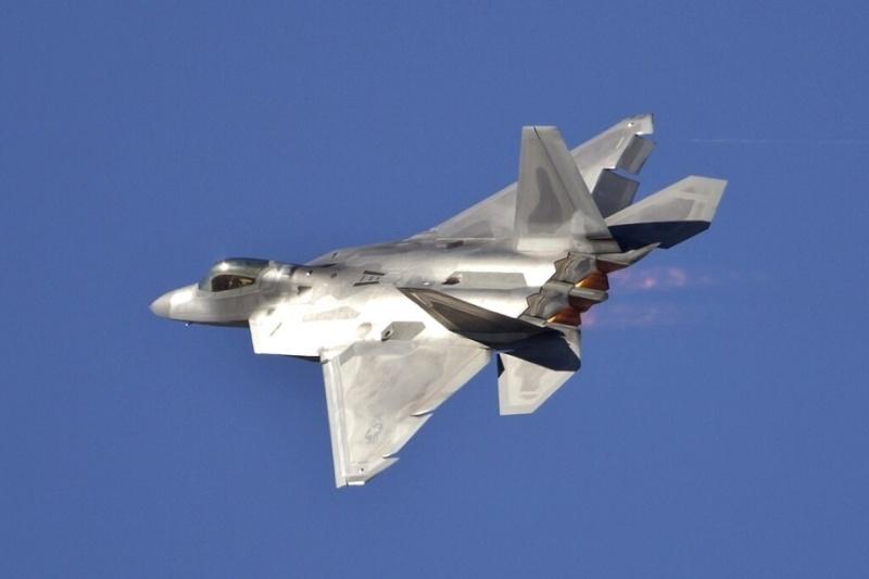 F-22 Raptor - Page 16 F-22-r14