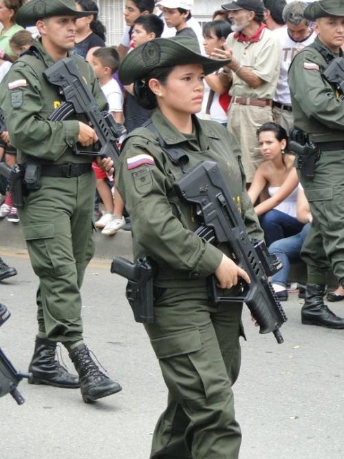 Armée Colombienne / Military Forces of Colombia / Fuerzas Militares de Colombia - Page 6 Rando123