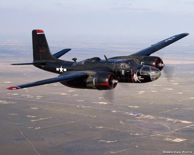 El Douglas A-26C Invader 75-a-110