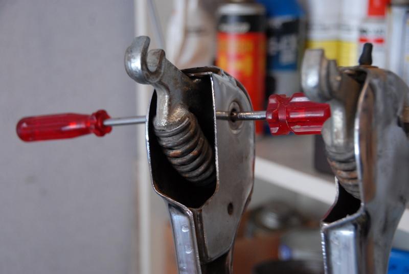 Montage rapide et facile des amortisseurs de fourche. 0310