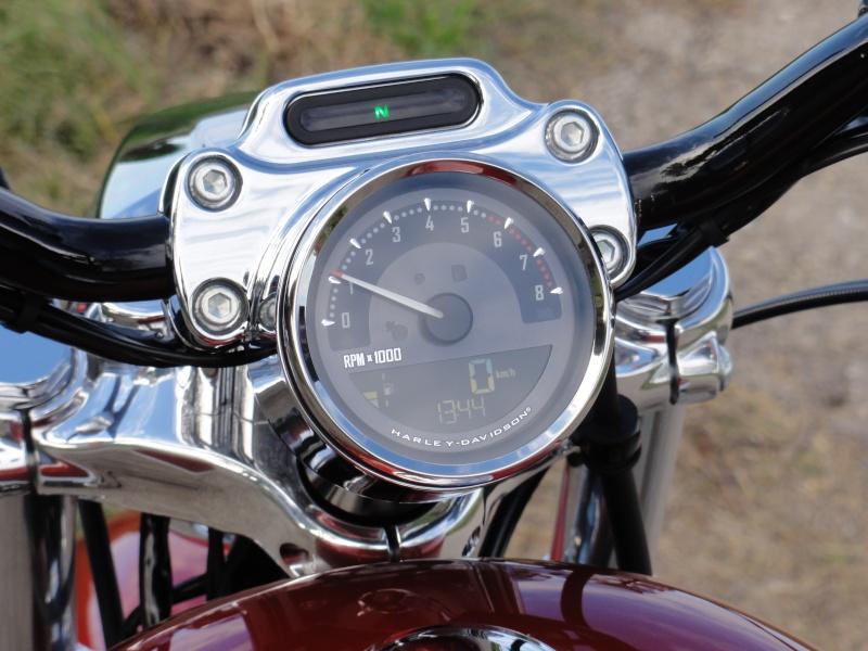 hello nouvelle 1200 custom - Page 2 Dsc01516