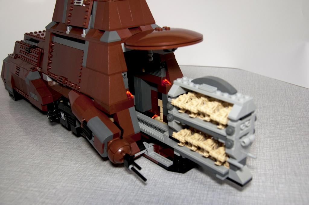Lego - 7662 - Trade Federation MTT Dsc_0420