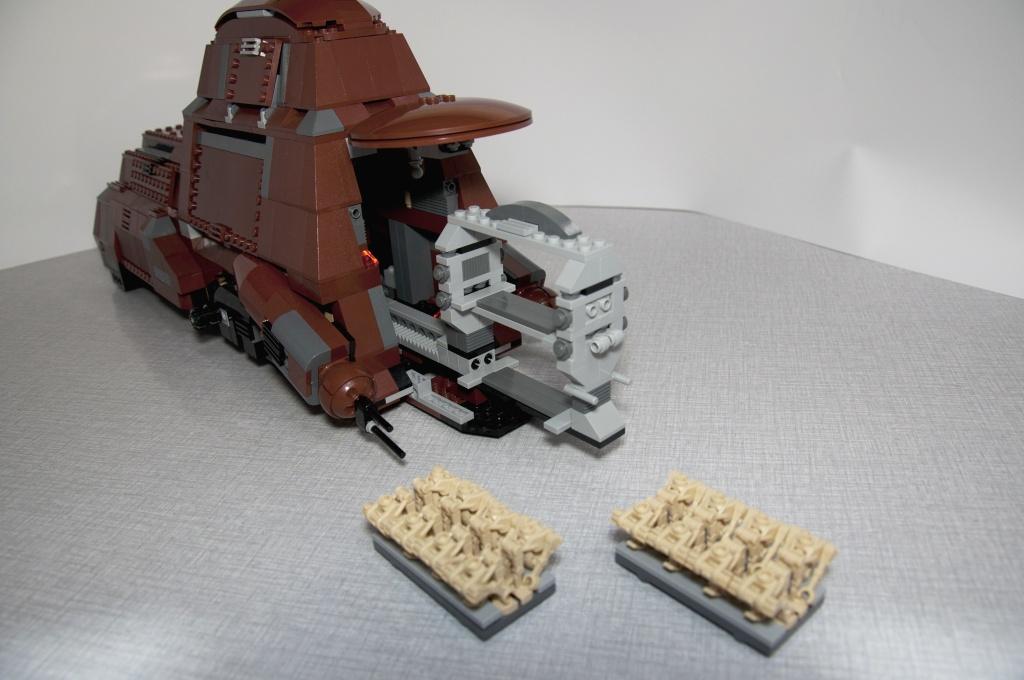 Lego - 7662 - Trade Federation MTT Dsc_0421