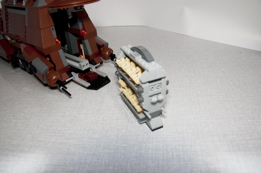 Lego - 7662 - Trade Federation MTT Dsc_0422
