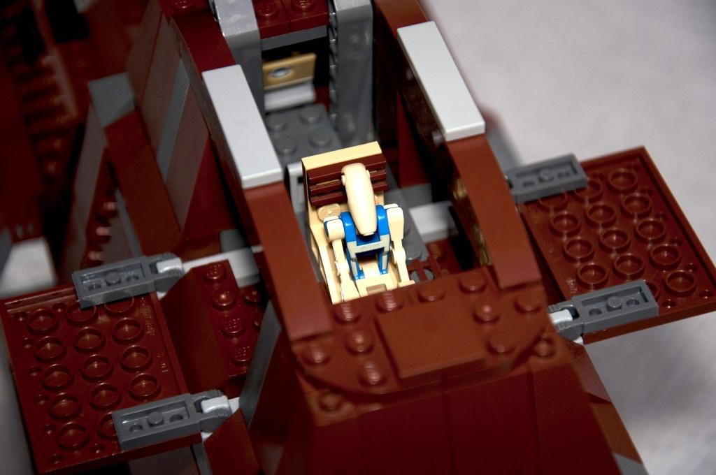 Lego - 7662 - Trade Federation MTT Dsc_0425