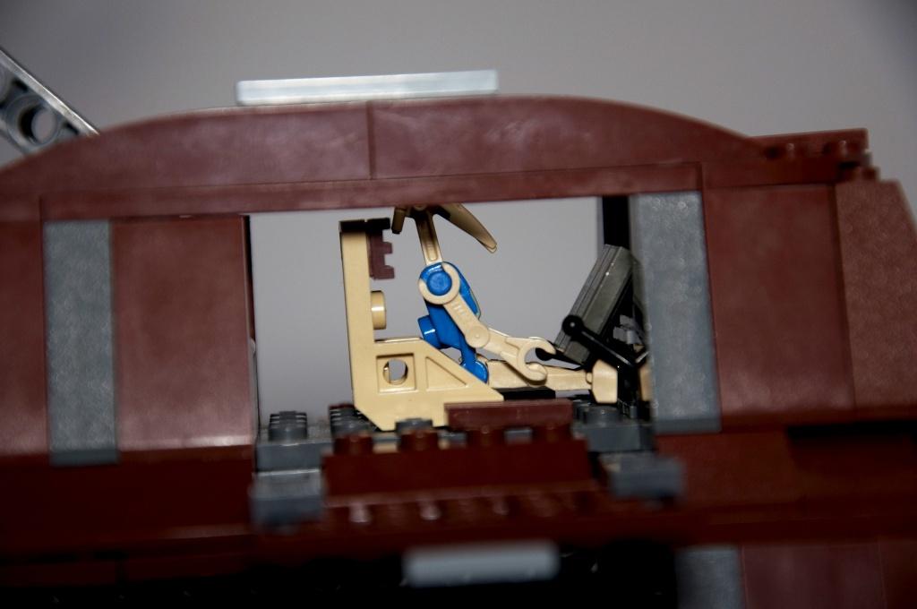 Lego - 7662 - Trade Federation MTT Dsc_0426
