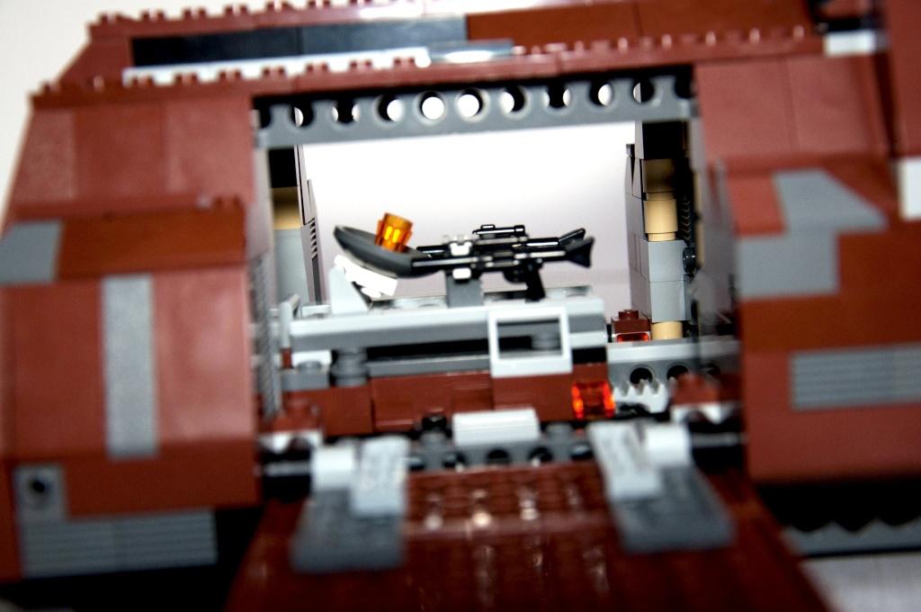Lego - 7662 - Trade Federation MTT Dsc_0429