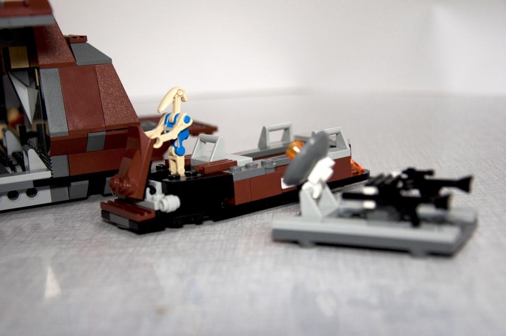 Lego - 7662 - Trade Federation MTT Dsc_0431