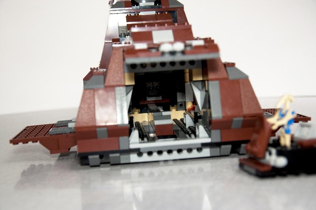 Lego - 7662 - Trade Federation MTT Dsc_0432