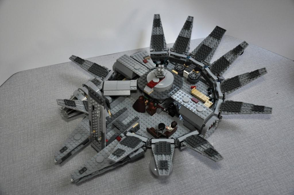 LEGO STAR WARS - 7965 - Millennium Falcon  Dsc_0557