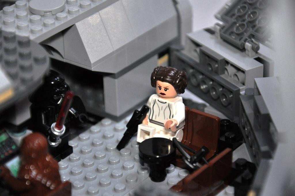 LEGO STAR WARS - 7965 - Millennium Falcon  Dsc_0561