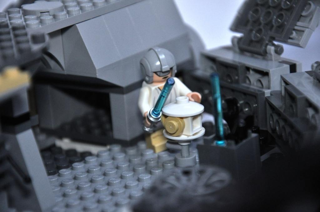 LEGO STAR WARS - 7965 - Millennium Falcon  Dsc_0563