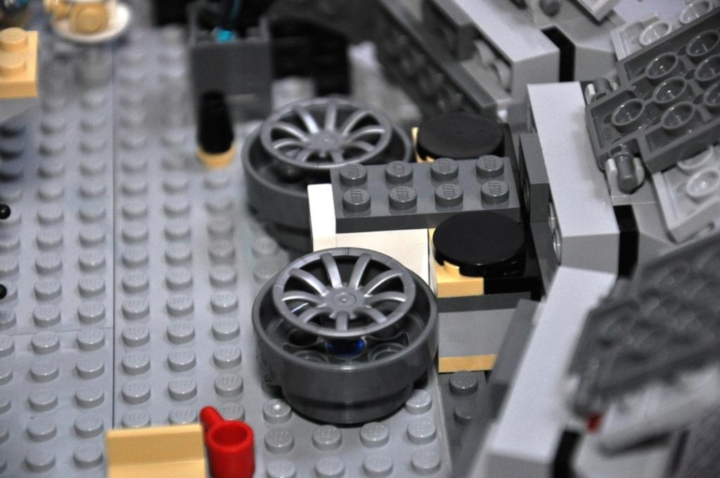 LEGO STAR WARS - 7965 - Millennium Falcon  Dsc_0564