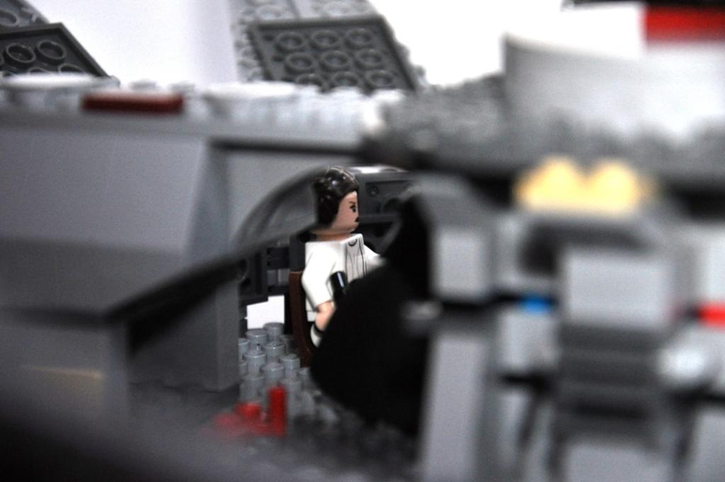 LEGO STAR WARS - 7965 - Millennium Falcon  Dsc_0566