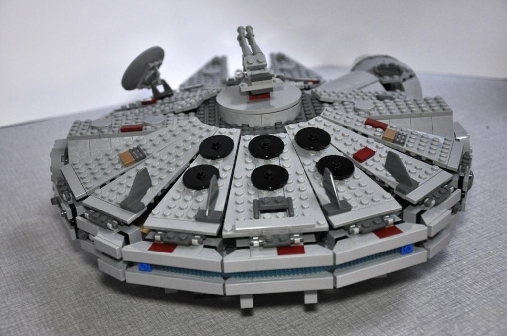 LEGO STAR WARS - 7965 - Millennium Falcon  Dsc_0610