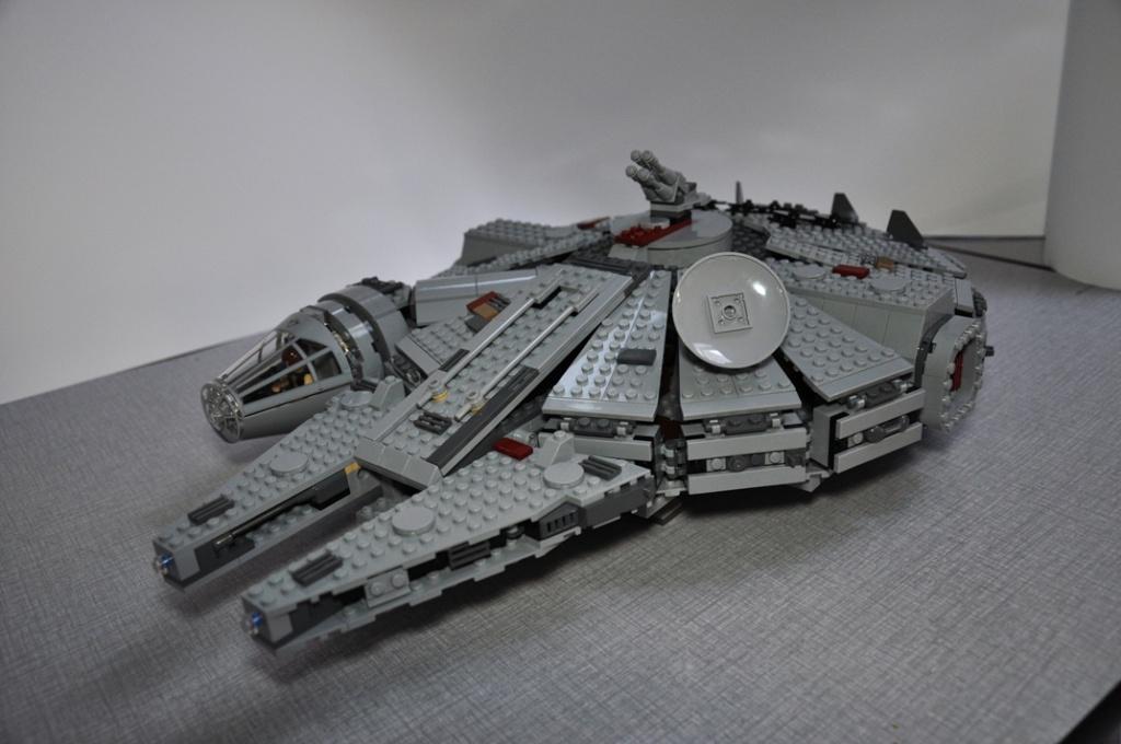 LEGO STAR WARS - 7965 - Millennium Falcon  Dsc_0612