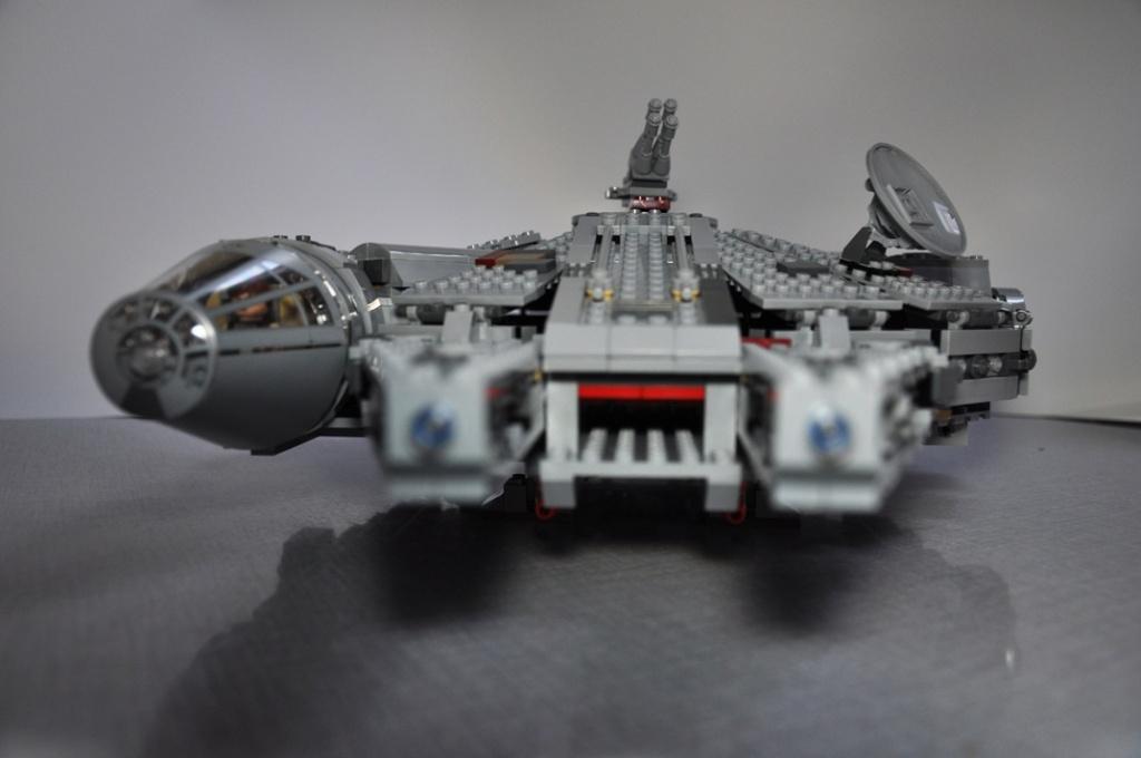 LEGO STAR WARS - 7965 - Millennium Falcon  Dsc_0613