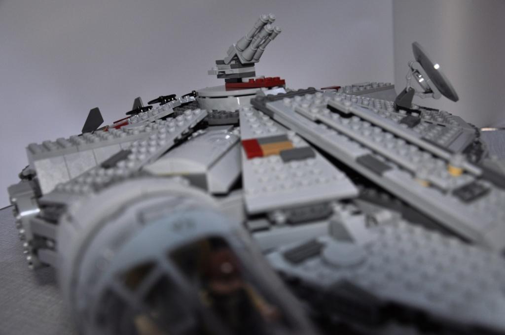 LEGO STAR WARS - 7965 - Millennium Falcon  Dsc_0614