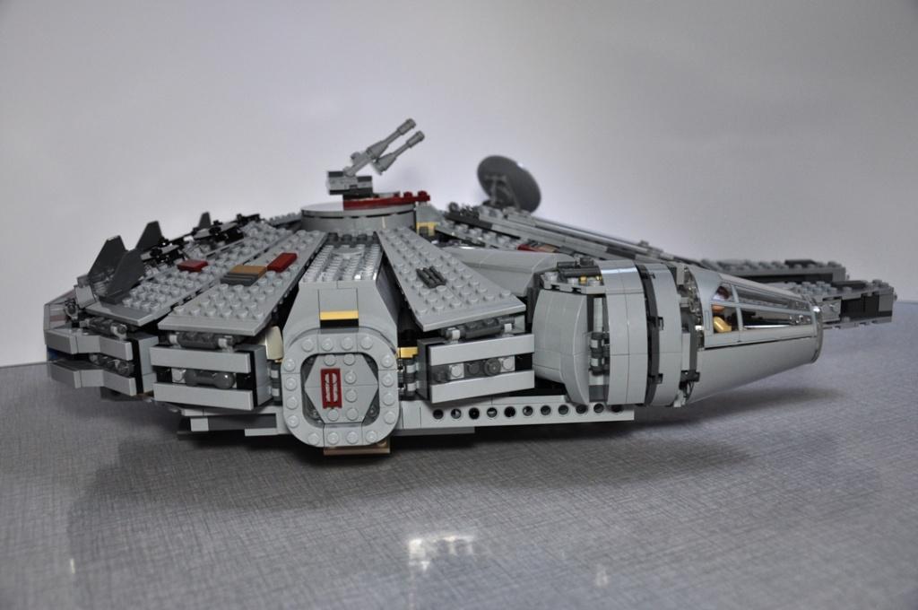 LEGO STAR WARS - 7965 - Millennium Falcon  Dsc_0615