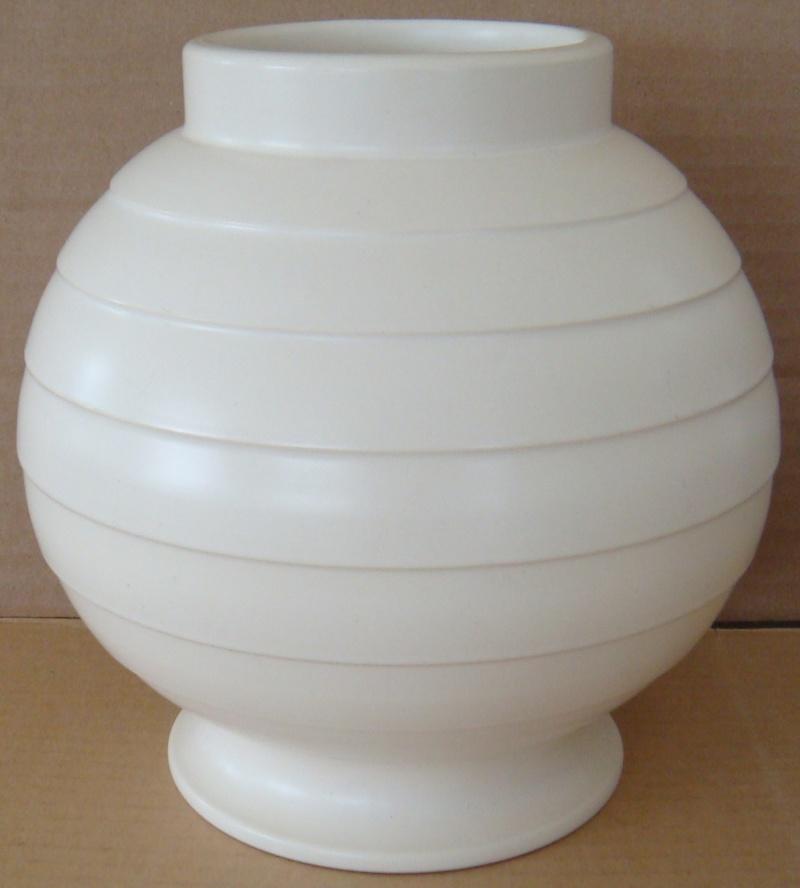 Hand potted 15 vase Dsc00623