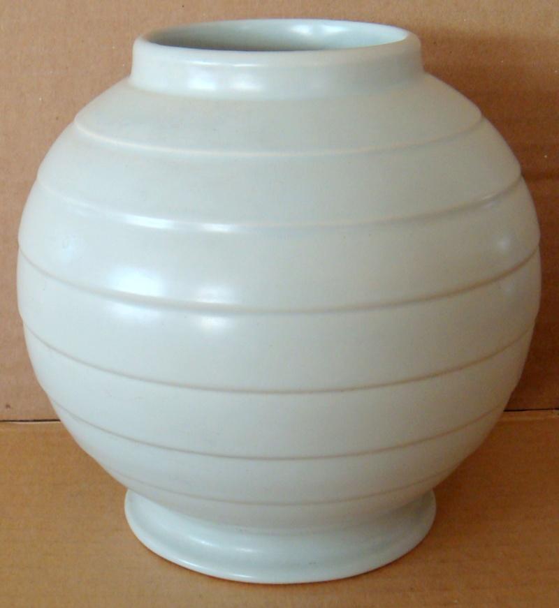 Hand potted 15 vase Dsc00633