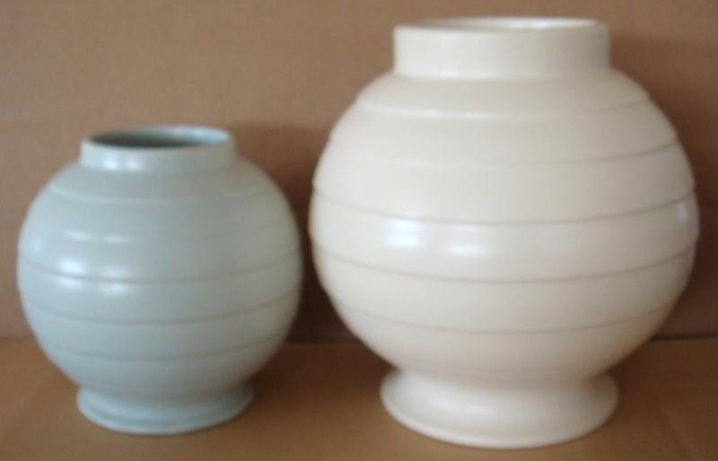 Hand potted 15 vase Dsc00634