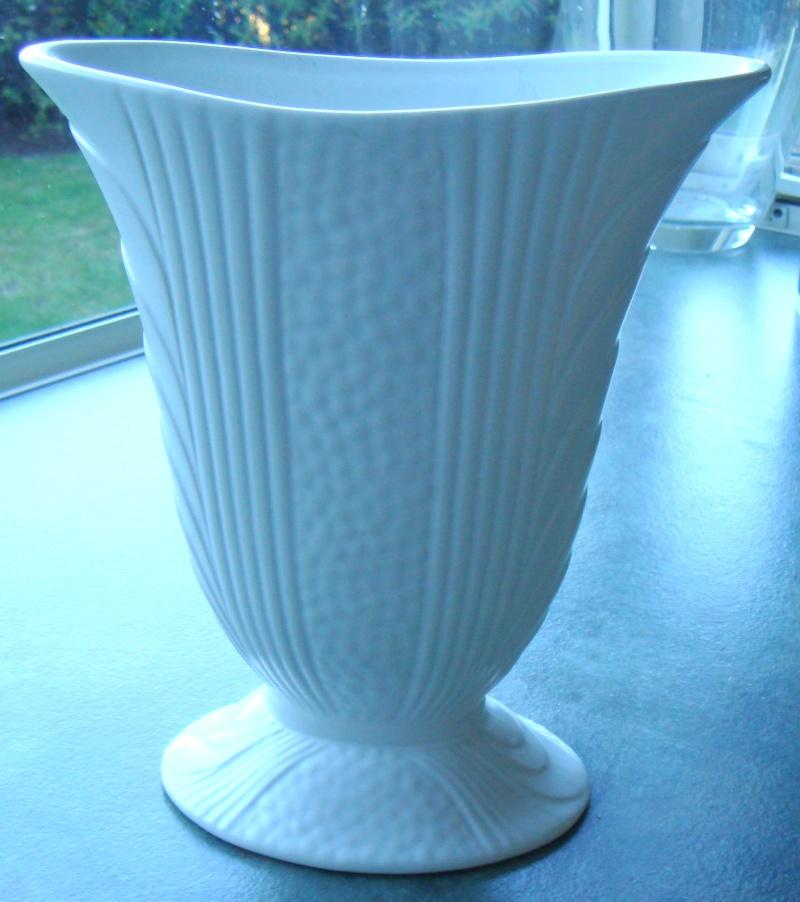 2107 Vase, same as Flair Art Pottery 369 Dsc00923
