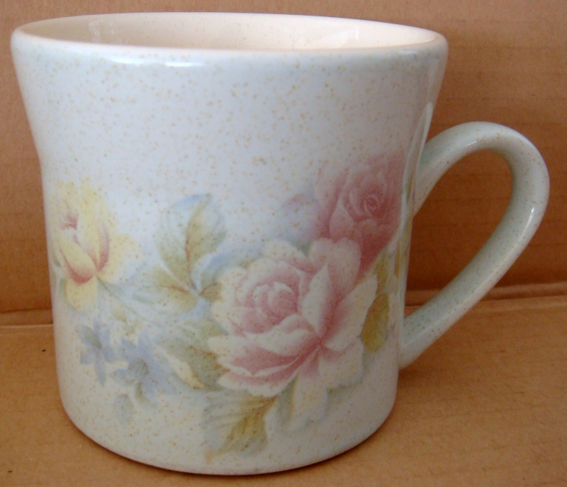 Does anyone know this lovely pattern?  Yes it's Antique Rose. Dsc05210