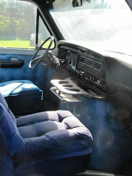 ford E-150 de retour sur le marcher 2213j510