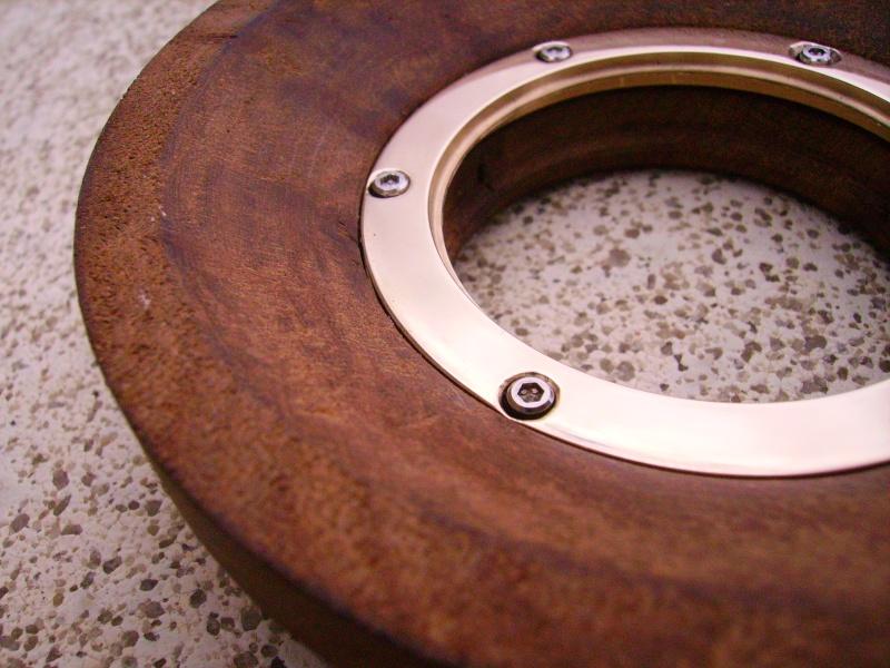 Conception et fabrication d'un boitier en loupe d'orme Imgp0423