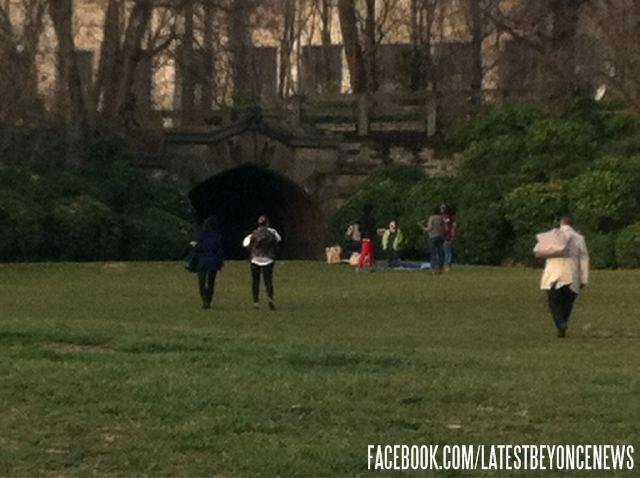 Sortie au parc pour Beyoncé et Blue (09/03) 43002410