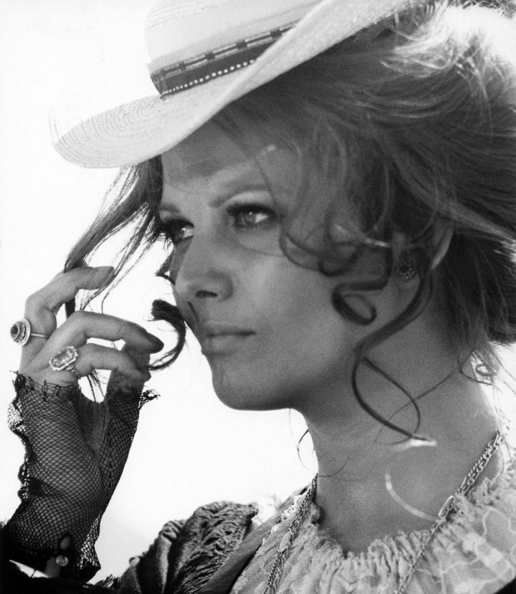 Claudia Cardinale - Page 16 Post-214
