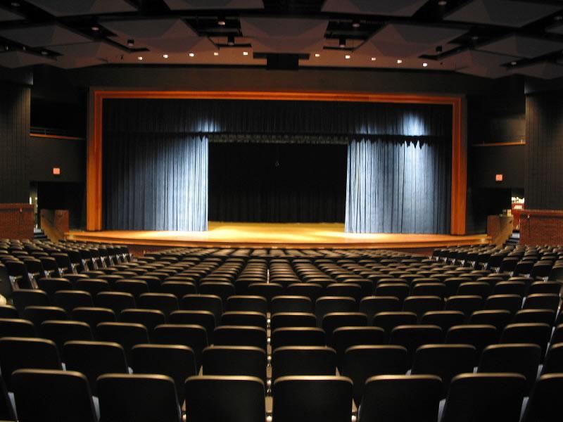 Auditório da Escola 77725410