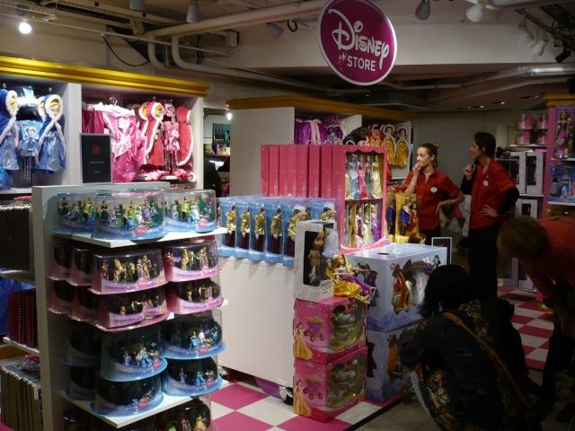 Disney pop up store aux galeries lafayette (du 5/11/2012 au 5/01/2013 ) - Page 2 03910