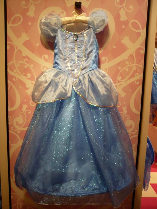 Disney pop up store aux galeries lafayette (du 5/11/2012 au 5/01/2013 ) - Page 2 05810