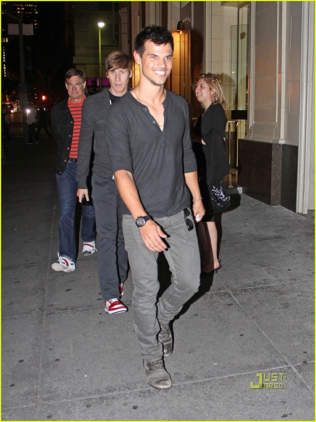 Taylor Lautner (Jacob) - Page 3 Taylor14