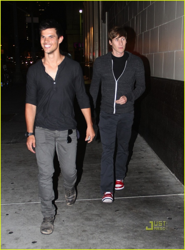 Taylor Lautner (Jacob) - Page 3 Taylor15