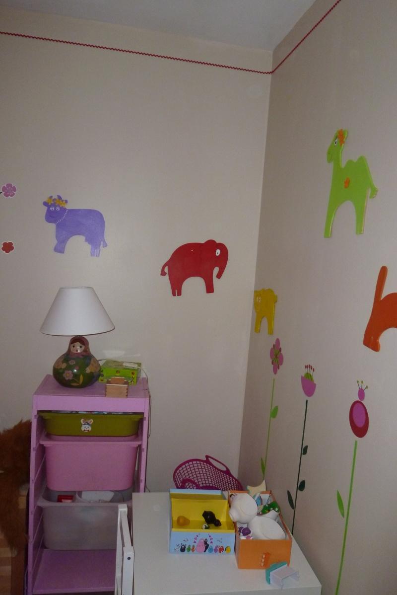 chambre bébé théme winnie l'ourson P1020431