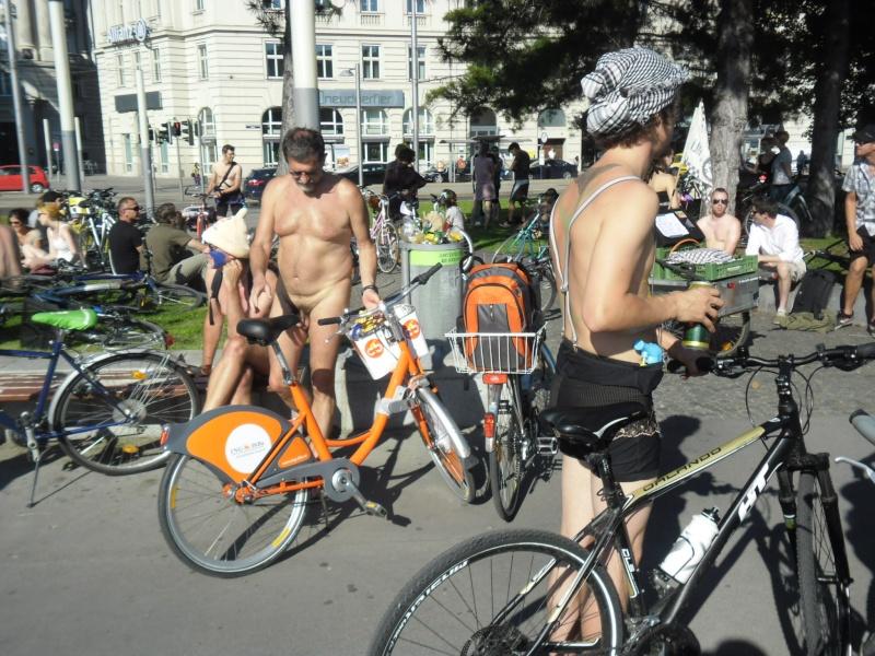 Bicycle race nude - Голые велосипедисты 2012-033