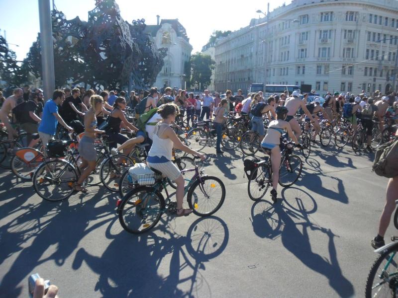 Bicycle race nude - Голые велосипедисты 2012-035
