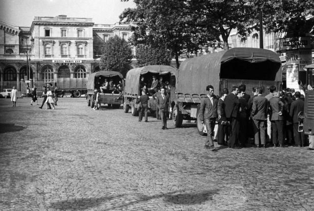 Camions militaires pendant les grèves de mai 68 Transp12