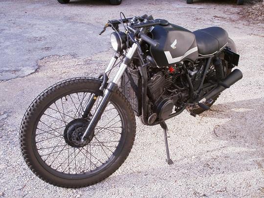 VT500e customisée (rats) Gauche10