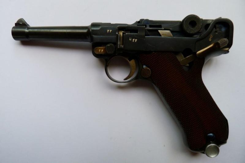 L'étui et les accessoires du Luger perse, modèle dit d'artillerie. 00226