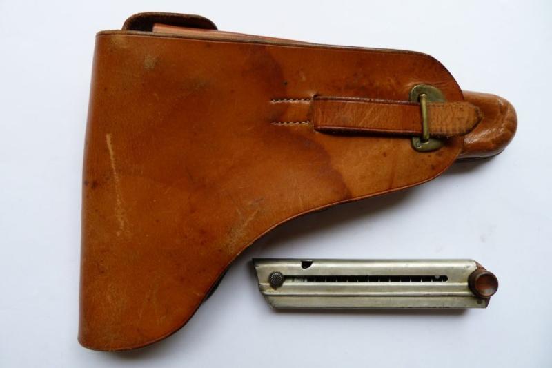 Les étuis et accessoires des Luger bulgares, de 1900 à 1943.  00425
