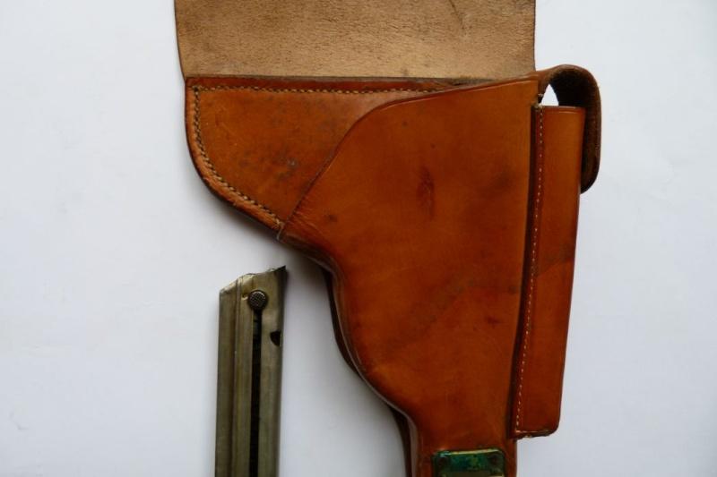 Les étuis et accessoires des Luger bulgares, de 1900 à 1943.  00524