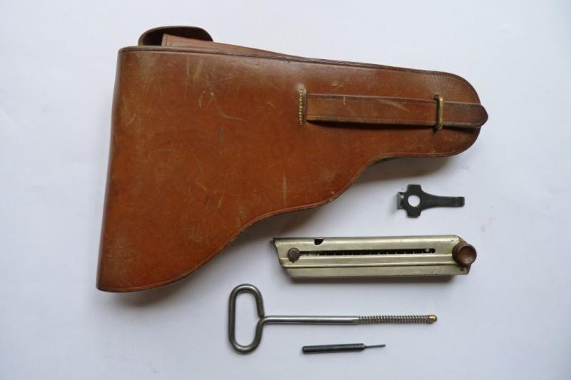 Les étuis et accessoires des Luger bulgares, de 1900 à 1943.  00621